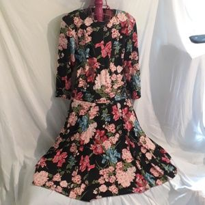 Womens Long Floral Dress W/ Padded Shoulders